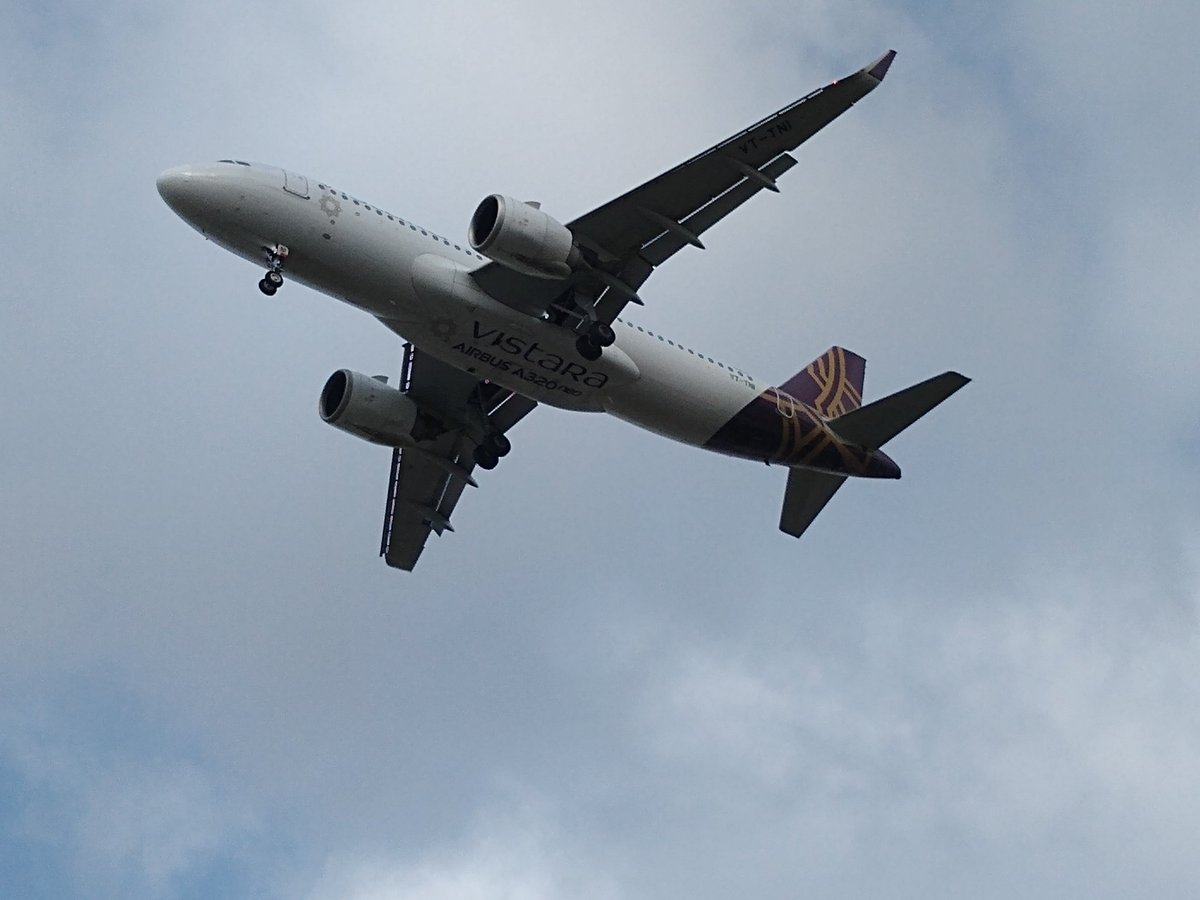 #SpotVistara @airvistara   VT-TNI approaching Mumbai airport runway 14 today.