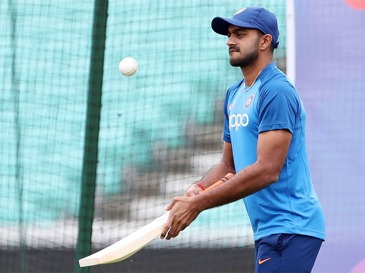 #WC2019WithTimes #CWC2019 #ICCWorldCup2019 #INDvNZ #CWC19With @klrahul11 moving up, @vijayshankar260 tipped to be No. 4 🏏With Rahul set to replace @SDhawan25 at the top of the order, the debate over the No.4 position has again startedDetails ➡️http://toi.in/zQaROb1/a24gk