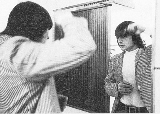 Gene Clark combs his hair, 1965  #GeneClark #GetGeneIn #SHoF #singersongwriter #folkrock #countryrock #classicrock #TheByrds #dudeswithgreathair #princevaliant #moptop<br>http://pic.twitter.com/lA6hRTPozQ