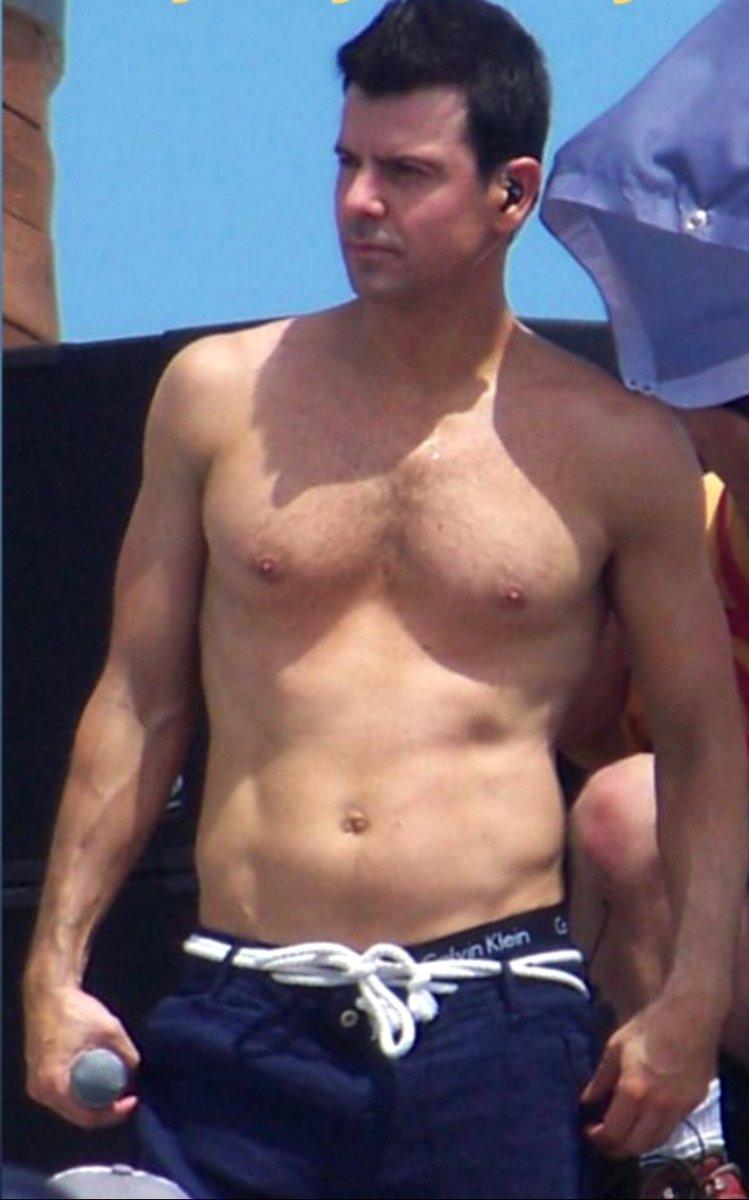 atletico corpo sulla spiaggia