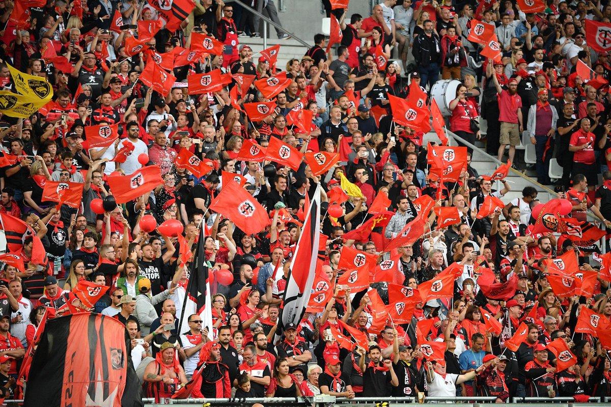 #JeudiPhoto Les supporters du @StadeToulousain et de l'@ASMOfficiel ont été énormes lors de ce week-end de #DemiesTOP14 !  La #FinaleTOP14 se dispute dans 3 jours... vous êtes plutôt 🔴⚫ ou 💛💙 ?