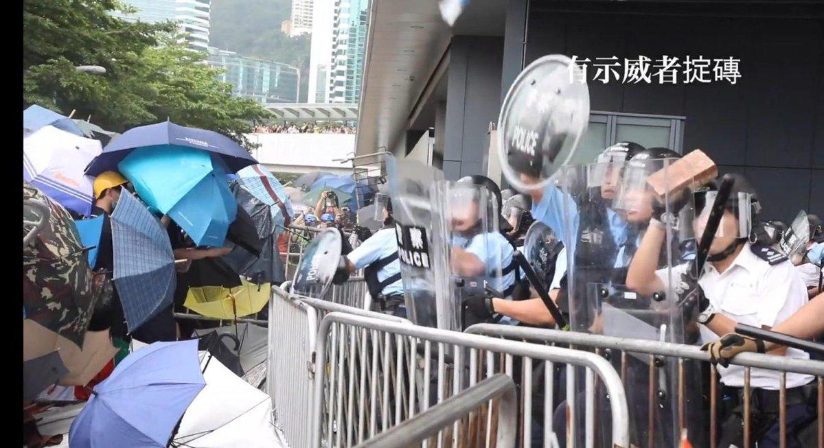 They only had umbrellas... #HongKongProtests #NoChinaExtradition #hongkong