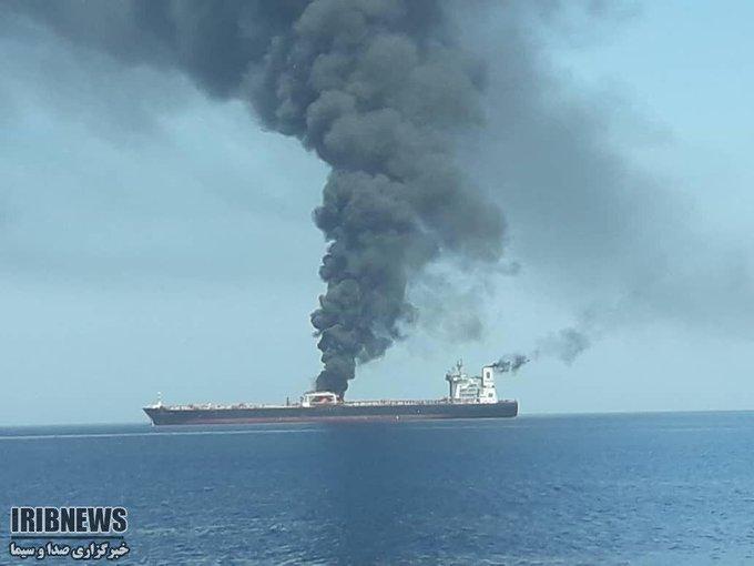 После взрыва двух танкеров в стратегическом Ормузском проливе усилят охрану кораблей