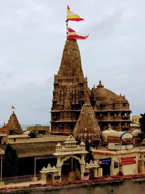 In the wake of cyclone VAYU, two Shikhar Dhwajas put over world-famous Dwarkadheesh temple