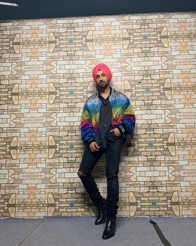 """""""Every time I'm Playing New Characters, So Everyday Is A New Day"""" @diljitdosanjh 😎😁 Have a look at what more Diljit had to say on the blog via #SimplyAmina (LINK IN BIO) 😜 Follow @simplyaminaxx 💕 . . . #DiljitDosanjh #Dosanjhwala #Love #Punjabi #Acto… http://bit.ly/2XJDk9M"""