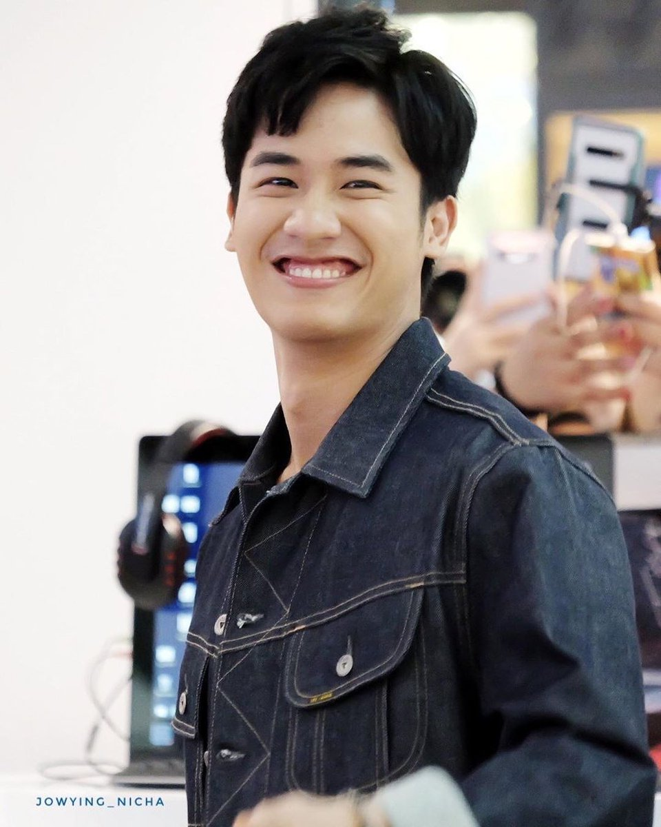 The strongest person i've seen so far, wven though he's in pain he's still manage to smile and do his work. What a professional young man  keep fighting @Tawan_V we're always here to support you   #alwaysbesideTayNew<br>http://pic.twitter.com/Xtk4ivkV38