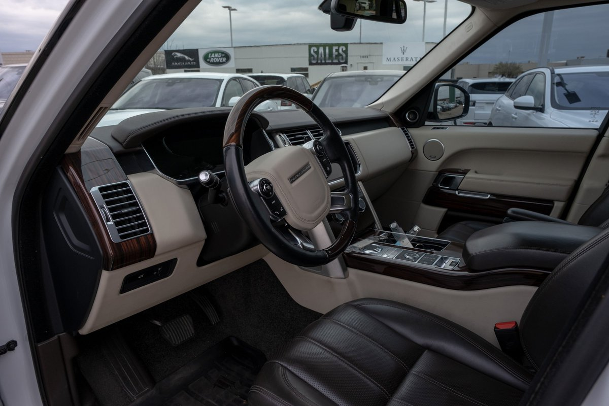 Elegantly comfortable with details that enhance the refinement. #LandRoverOKC https://t.co/svPpms87X4
