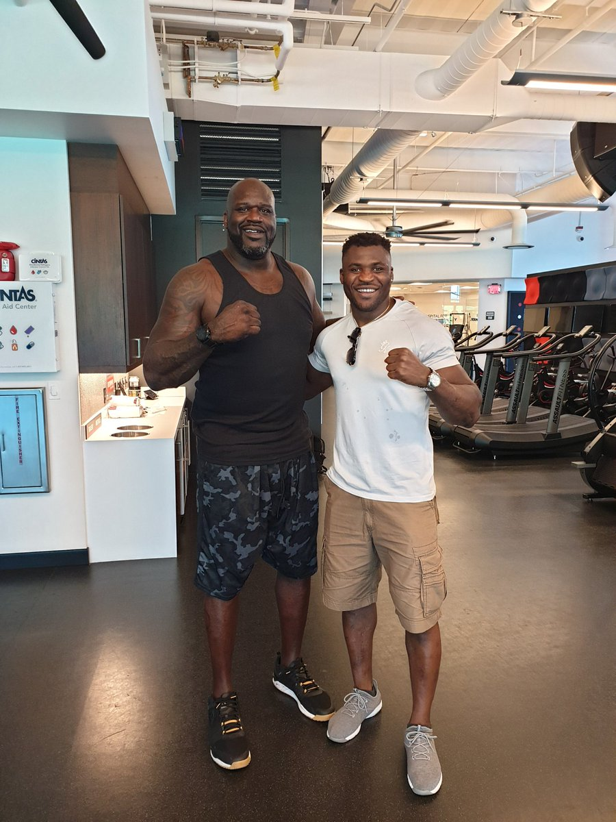 Walking in the @UFCPI and ran into a monster and almost ran away, then I realized it was @SHAQ. I think this is the very first time that somebody has made me look so little.