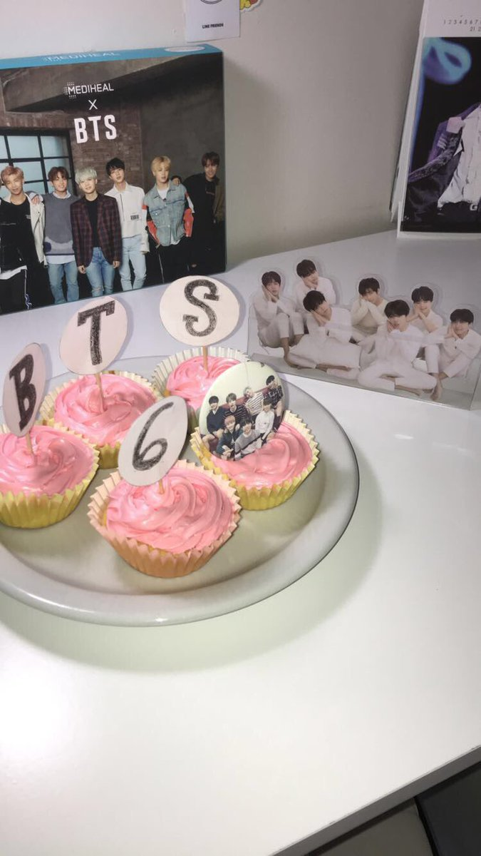 i made the cupcakes for the anniversary!!  #6thYearWithOurHomeBTS <br>http://pic.twitter.com/Qylf8KtFDy