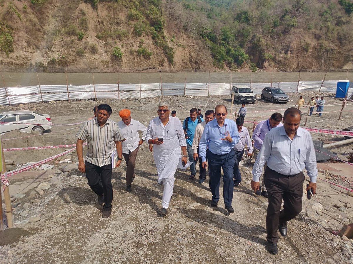 नमामि गंगे योजना के अंतर्गत ऋषिकेश में मुनी की रेती ( चंद्रभागा ) घाट पर बन रहे 7.5 MLD STP के निर्माण कार्यों की प्रगति का जायज़ा लिया और इसे हर हाल में 20 दिसम्बर तक पूरा कर शुरू करने के निर्देश दिए ।