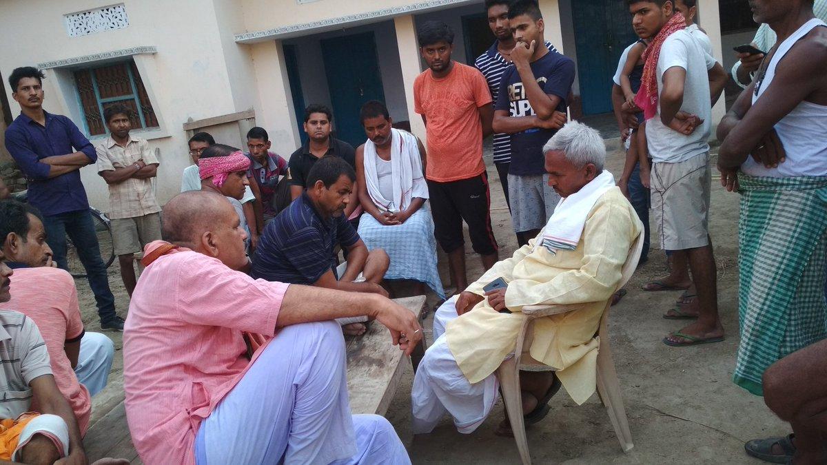 बलिया के लाल वायुसैनिक सूरज सिंह (शोभा छपरा) के पिताजी से मिलकर संवेदना व्यक्त किया।ईश्वर से प्रार्थना है कि ईश्वर उन्हें साहस और सम्बल प्रदान करें।ॐ शांति:।।@BJP4India @BJP4UP