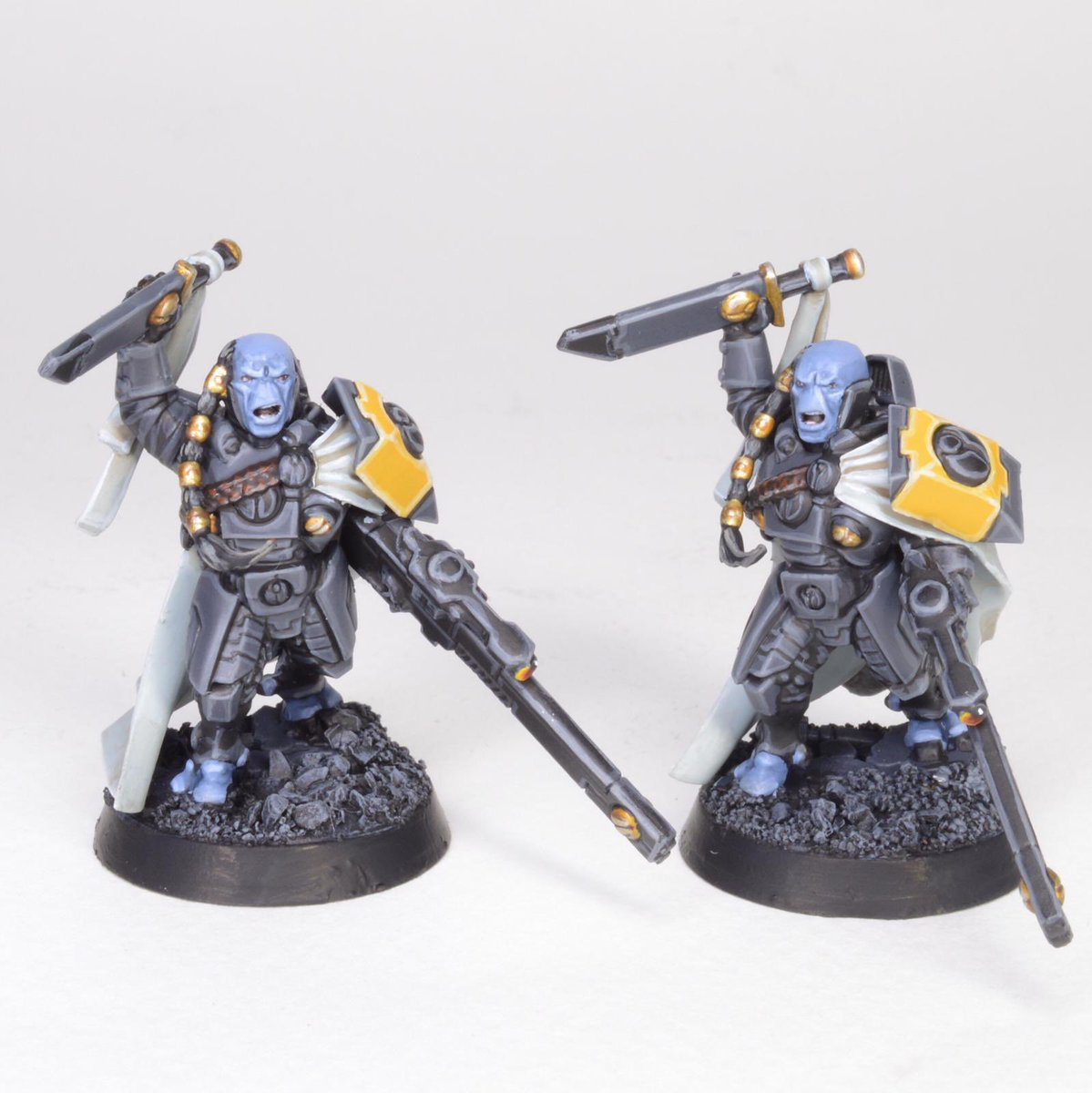 Next project is a Tau army in a really cool grey and yellow scheme, I really like this combination! Here's two finished Cadre Fireblades  #siegestudios #40k #warhammer #paintingwarhammer<br>http://pic.twitter.com/ssbY5g59ZK