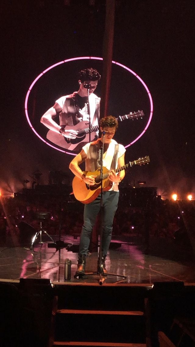 "Shawn during ""Like To Be You"" last night  #ShawnMendesTheTourPortland <br>http://pic.twitter.com/Vcl4Pyo6Vp"