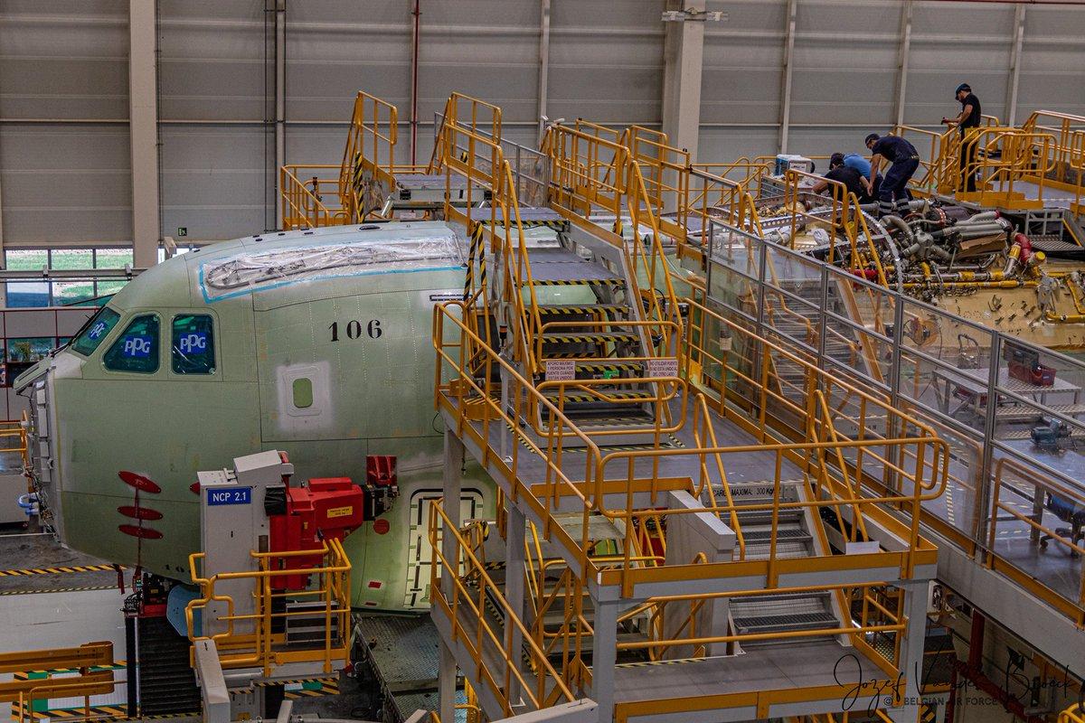 Les nouveaux #A400M @BeAirForce et @ArmyLuxembourg prennent forme. Ces avions sont les deux premiers d'une flotte de huit qui remplacera bientôt les #C130. #DYK Chaque moteur dispose de 11 000 CV et sont parmi les plus puissants jamais construits. #BeAirForceA400M