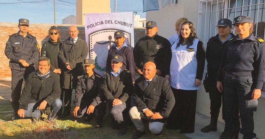 #Gaiman ya tiene su Comisaría de la #Mujer. 💁 Junto a la Diputada @CHECHU0405, acompañamos al Ministro @massonifederico y al Intendente @Nanito, en la inauguración 👏