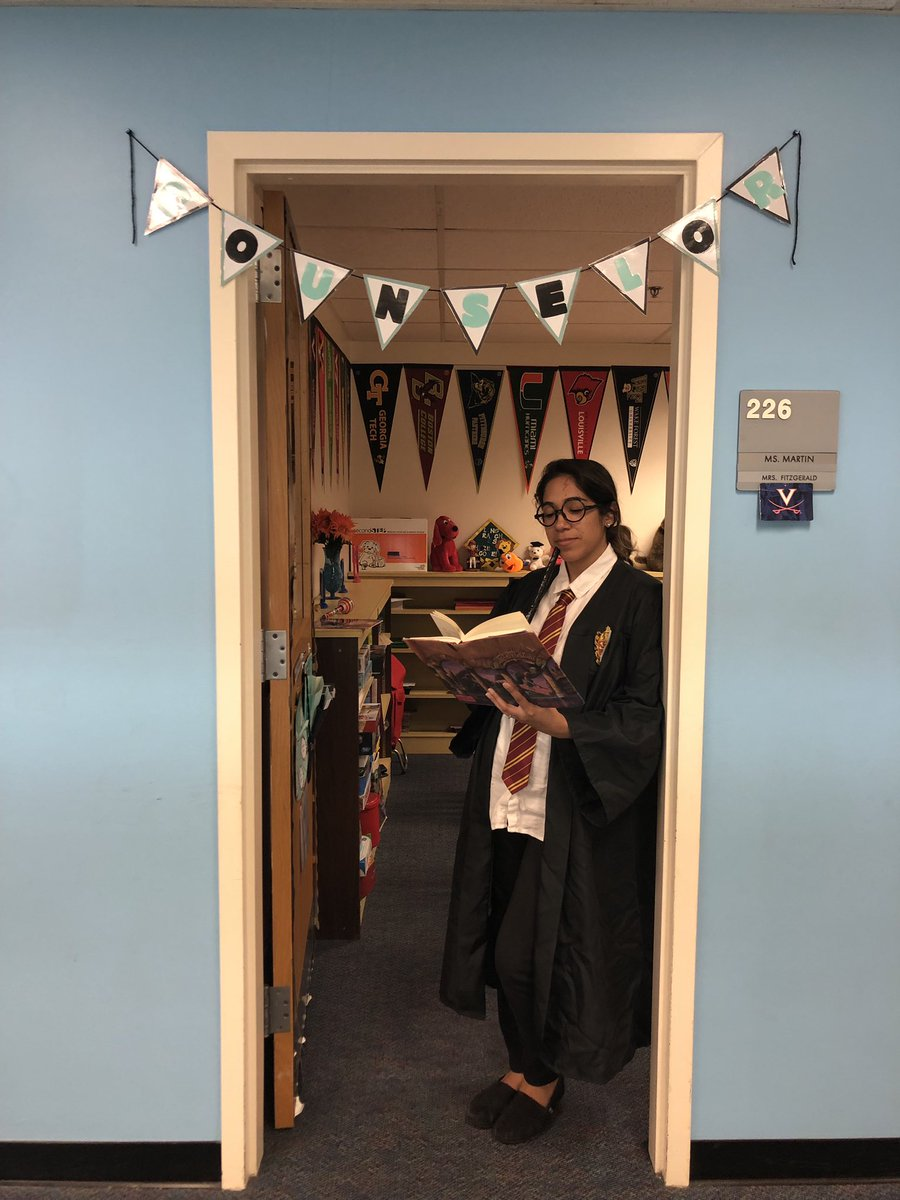 Harry Potter stopped by the counseling office today for storybook character day. ⚡️🦉<a target='_blank' href='http://twitter.com/longbranch_es'>@longbranch_es</a> <a target='_blank' href='https://t.co/krWG4zc3CJ'>https://t.co/krWG4zc3CJ</a>