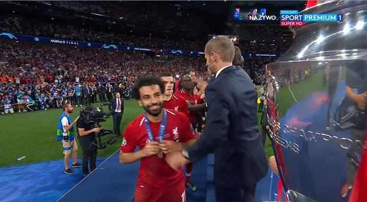 بالصور: محمد صلاح يتوج ليفربول بطلاً لدوري أبطال أوروبا D8AtoYwXUAA7tfY