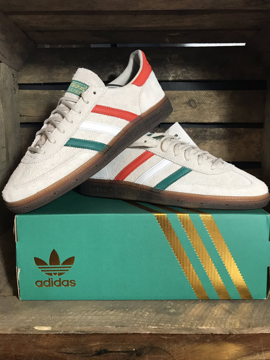 Had to get another pair of these too as they are such a quality trainer #adidas #spezial #stpatricksday and also love a different colour box /// #adidas<br>http://pic.twitter.com/dbTxRaCPOo