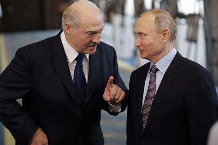 Лукашенко: «Я больше не хочу стоять на коленях перед Путиным». Что теперь будет делать Белоруссия
