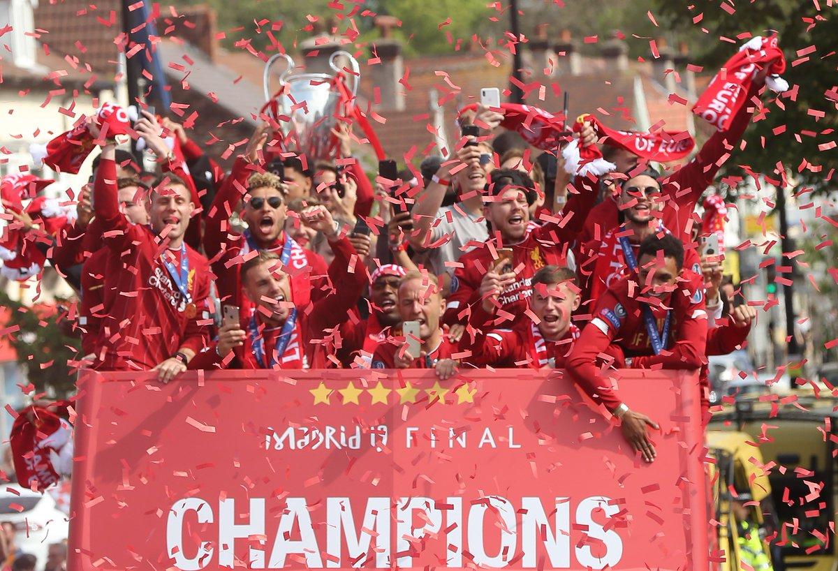 Chùm ảnh và video HOÀNH TRÁNG lễ rước cúp của Liverpool và fan hâm mộ