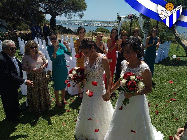 Desde el Sporting Puerto de Huelva queremos felicitar a nuestra jugadora Sandra Castelló y a nuestra delegada Leyre Serrano, que han contraído matrimonio esta tarde.  ¡Enhorabuena!