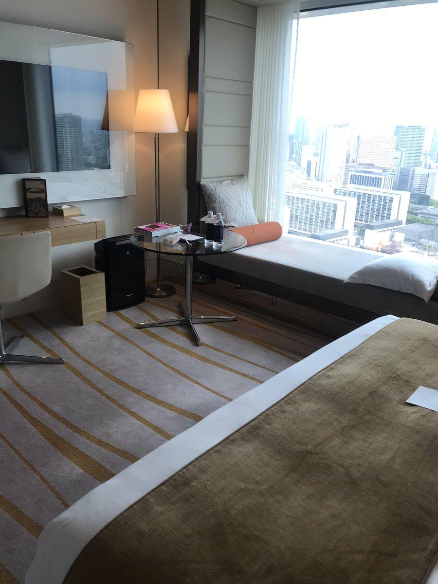 #ザプリンスギャラリー東京紀尾井町 に滞在。#チタン としてのアップは一切無しな #塩対応 。ベッドも日本基準で小さい。ま、こちらも発熱により部屋での休養目的だったから良いんですけどね。人によりサービスに差がある印象。#bonvoy #spg #ラグジュアリーコレクション #ホテルライフ #ホテラーpic.twitter.com/6qOztpr7c9