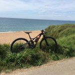Lovely sunny ride on the Edict yesterday with some great views #jurassiccoast #dorset #chesilbeach #seaside #pebbles #sunshine #mtb #xc #TORQFuelled