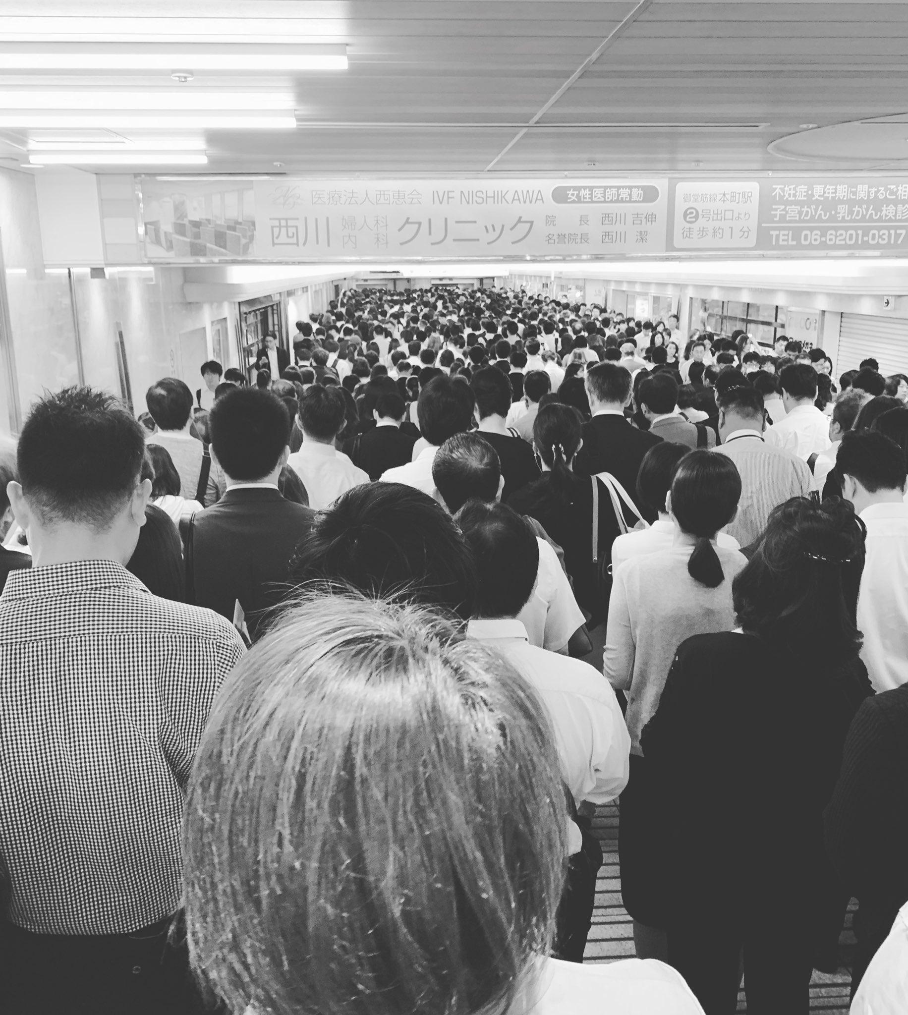 画像,地下鉄(御堂筋線)止まってる 8:43 梅田駅 https://t.co/D12gUhhmr1。