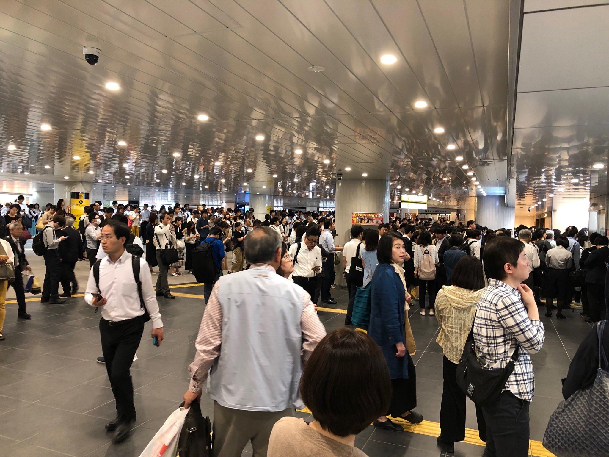 画像,大阪メトロ御堂筋線が人身事故の影響で止まってる。長居駅であった模様。 https://t.co/lNuO1rQ8Li。