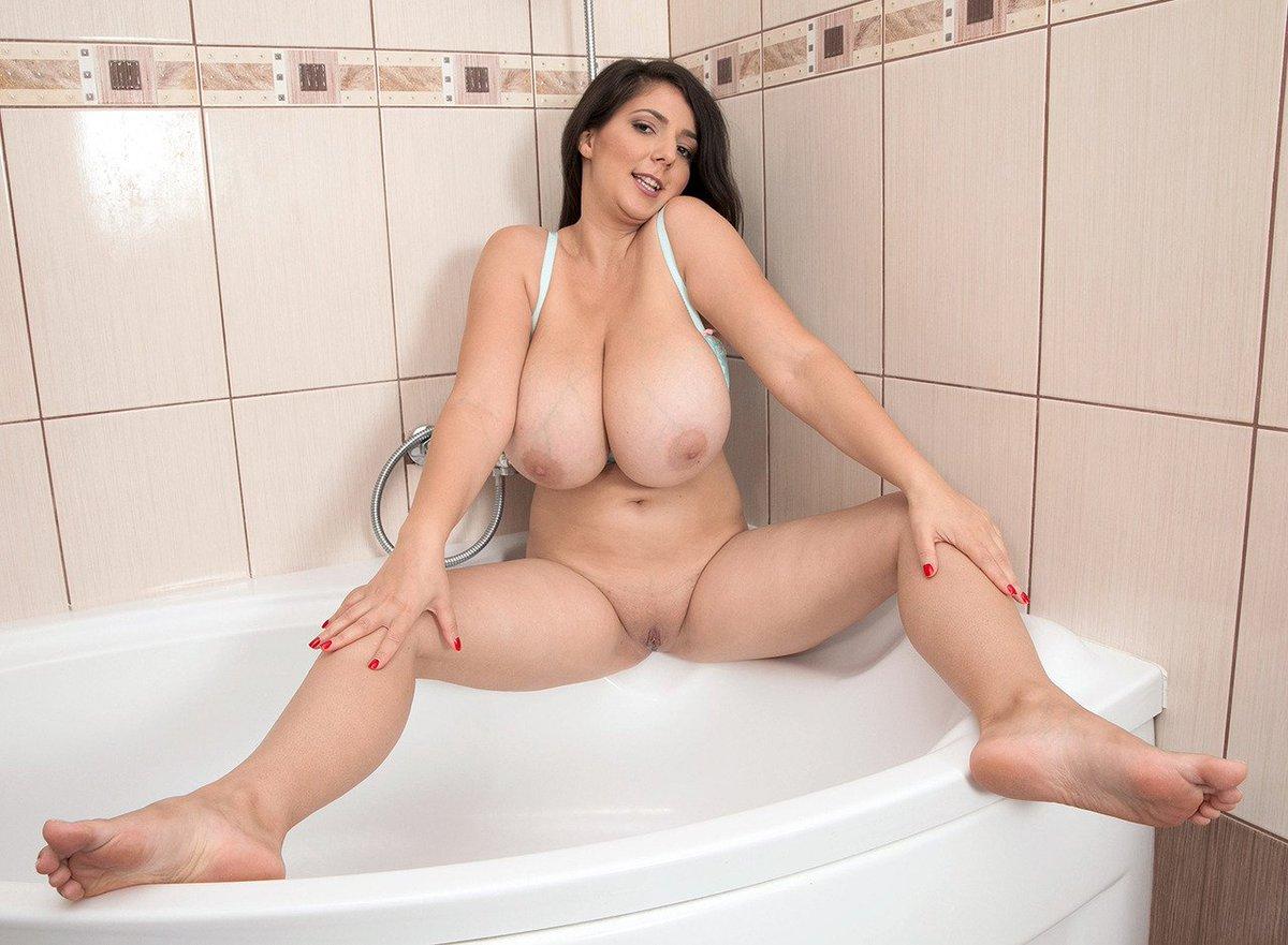 Brunettes Big Tits