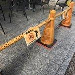 京都は三角コーンもおしゃれですね。三角コーンって普通の赤のでもかわいいと思いますが、これは京都に似合いそう。