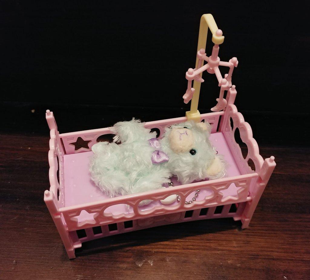 test ツイッターメディア - セリアでぷちにちょうどよさげなベッド買ってきた。 1段売りですが、連結できるのでとりあえず2個買って2段ベッドにしてみたよー。  ちなみにピンク×ラベンダーとラベンダー×ピンクな感じの2色展開でした。  お布団作ってあげなきゃだな(笑)  #プリンスキャット #セリア https://t.co/L6CEZodqCb