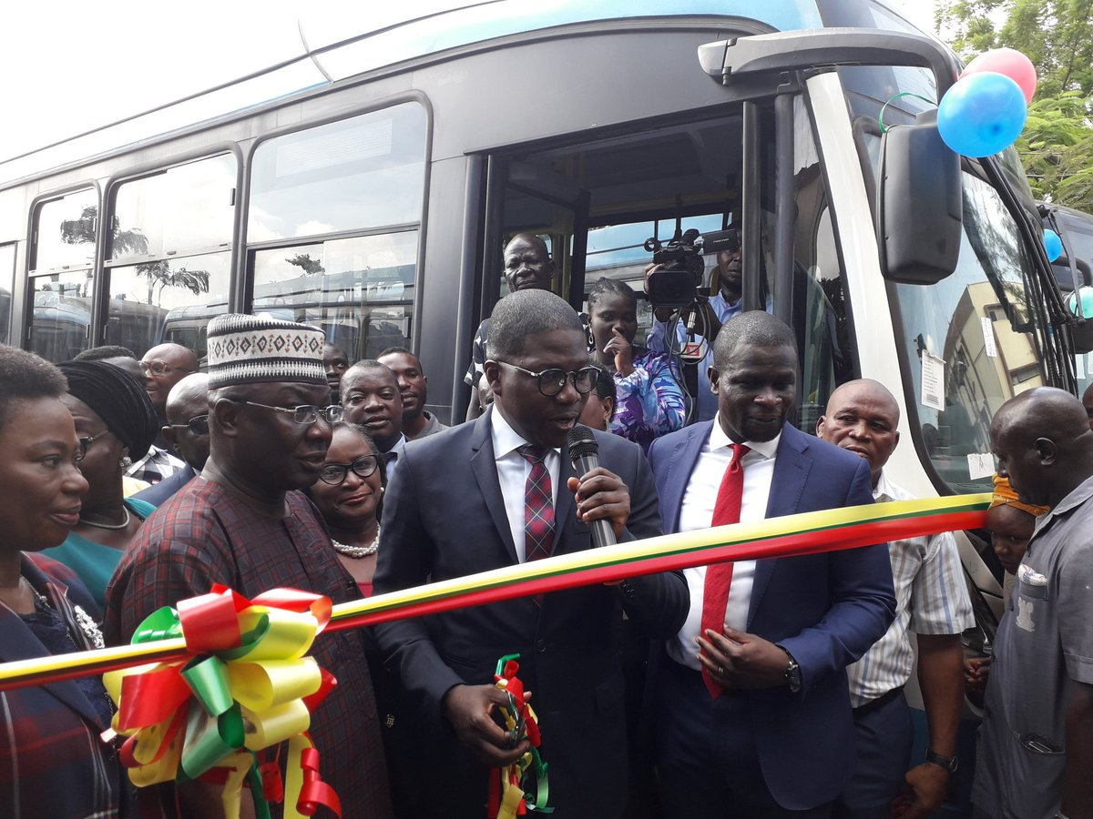 D8IqRJ2W4AAVzbI - Photos: Less Than A Week After His Swearing-In, Sanwo-olu Buys Fully Air-Conditioned Vehicles For State Civil Servants