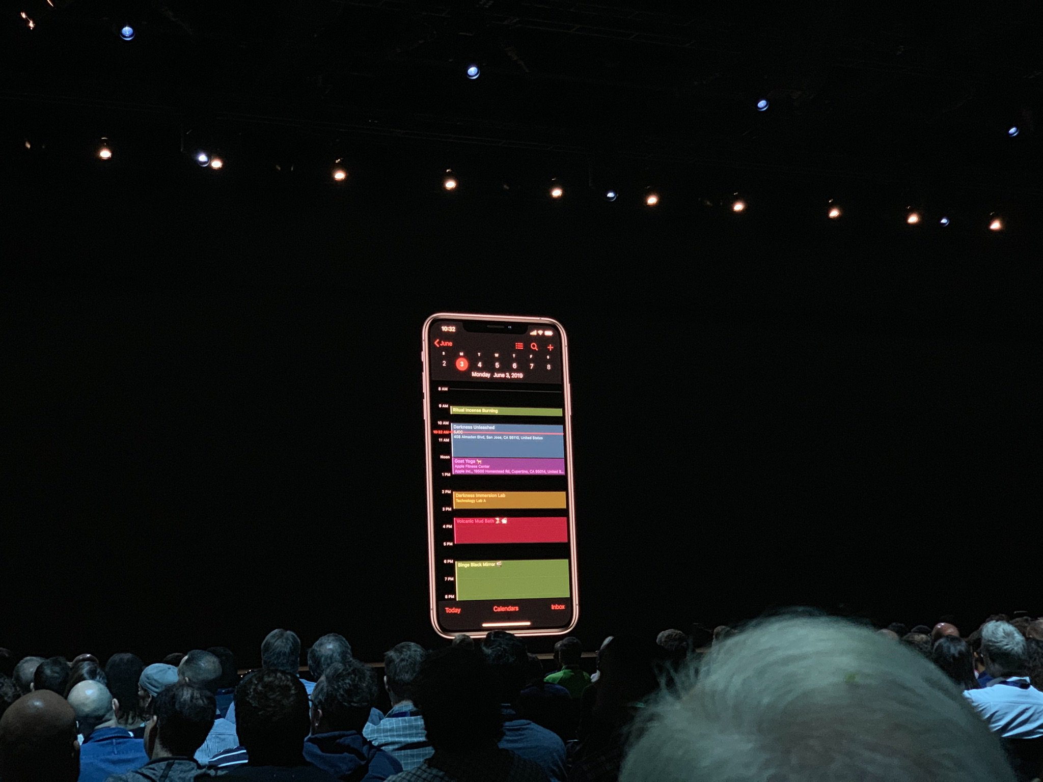 Our first look at Dark Mode in iOS13.