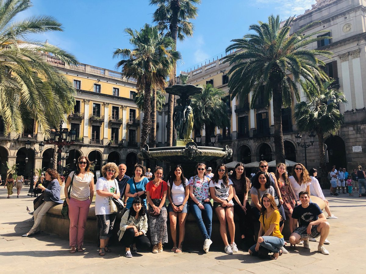 Today our teacher Laura took us to a sunny walk discovering Barcelona's architecture  Then we enjoyed a drink together  #barcelonacentro #gaudi #laramblabarcelona #plaçareialpic.twitter.com/V0q4g6fqaf