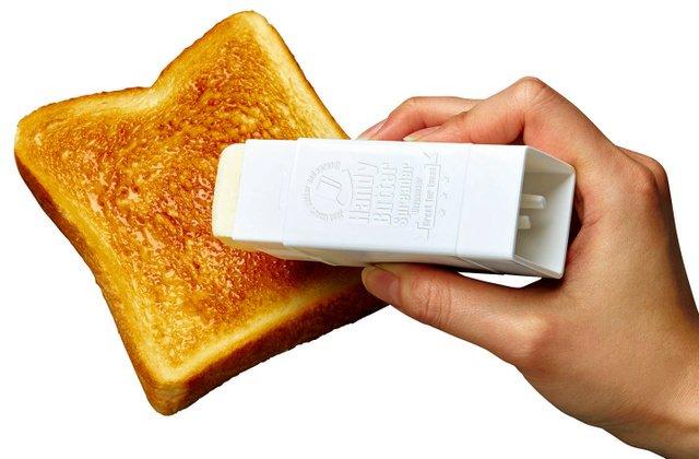 【便利】スティックのりみたいに塗れる「バター用ケース」登場 市販バターを棒状にカットし挿入。回すと必要な分だけ出すことができ、使用後はそのまま保管できる。参考価格は税抜き195円。