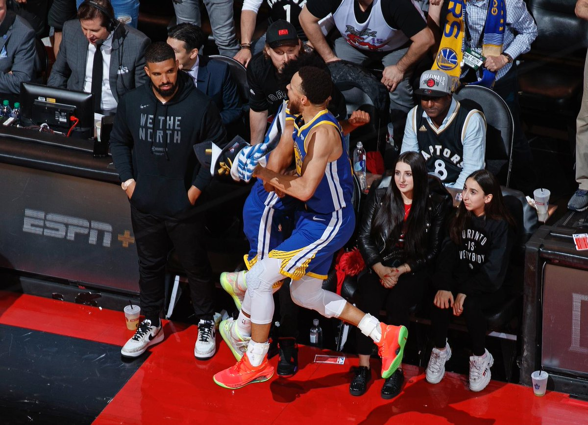 Sideline Photo Of Drake Reacting To Steph Curry Celebrating Is Going Viral