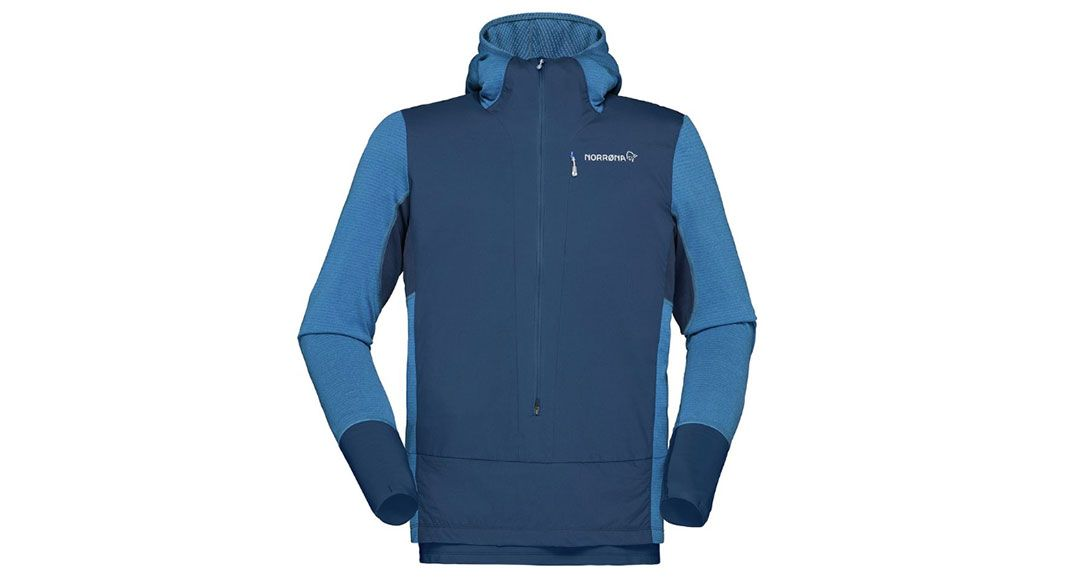 This @norrona hoodie is an incredible piece for cooler temp runs and adventures. A built-in gaiter hem, a built-in face mask and synthetic loft make it warm while also super light. buff.ly/2wxBHjx #findyourdirt #findyourvert #trailrunner #trailrunning