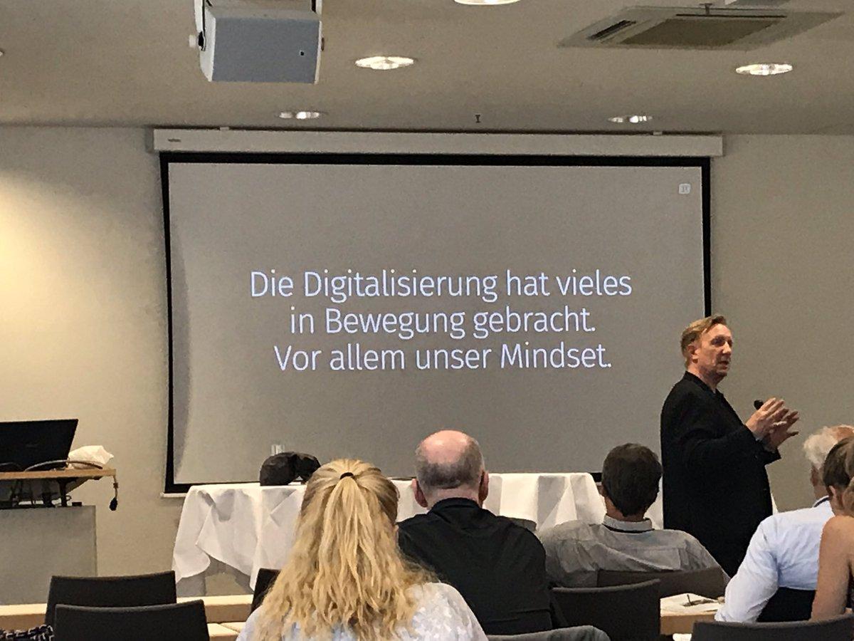 """""""Innovative Formate brauchen innovative Führung"""", sagt Oliver Fink, Inhaber von Fink Different. #infotag2019 #verbändeinfotag #Berlin #cimontour #meetingprofs – at Estrel Berlin"""