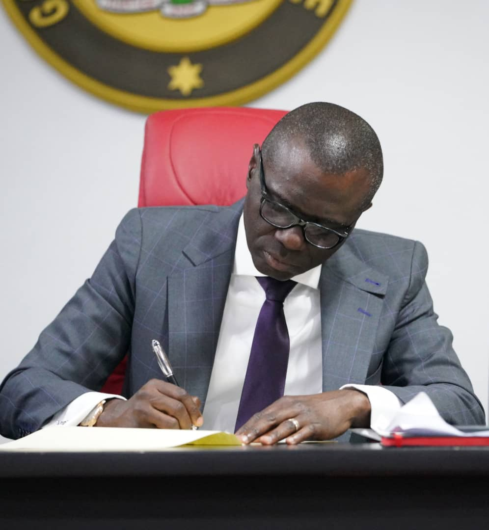 Today, I signed into law the 2019 Appropriation Bill approved by the Lagos State House of Assembly.    This bill which will allow us begin to build #ForAGreaterLagos is made up of 55% capital expenditure and 45% recurrent expenditure. The total budget is N873,532,460,725.