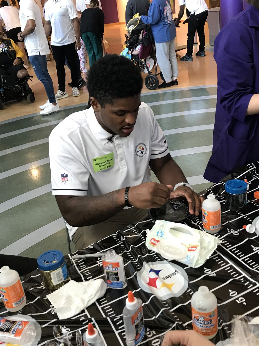Check out @steelers @_Dbush11 making slime!