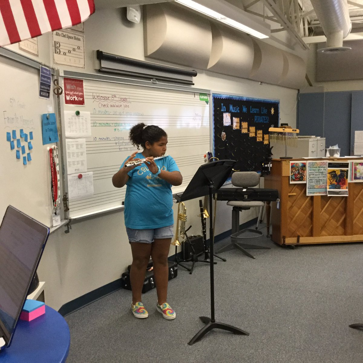 The school year is wrapping up, but we are still making beautiful music! 5th graders took turns performing favorite songs for their classmates 🎶🎻🎺🎷 <a target='_blank' href='http://search.twitter.com/search?q=InMusicClass'><a target='_blank' href='https://twitter.com/hashtag/InMusicClass?src=hash'>#InMusicClass</a></a> <a target='_blank' href='https://t.co/HmVxYQyjSS'>https://t.co/HmVxYQyjSS</a>