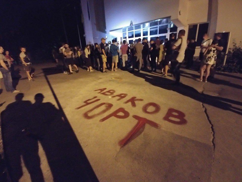 """З-під будівлі МВС прибрали імпровізований меморіал 5-річному хлопчику і замалювали напис """"вбивці"""" - Цензор.НЕТ 887"""