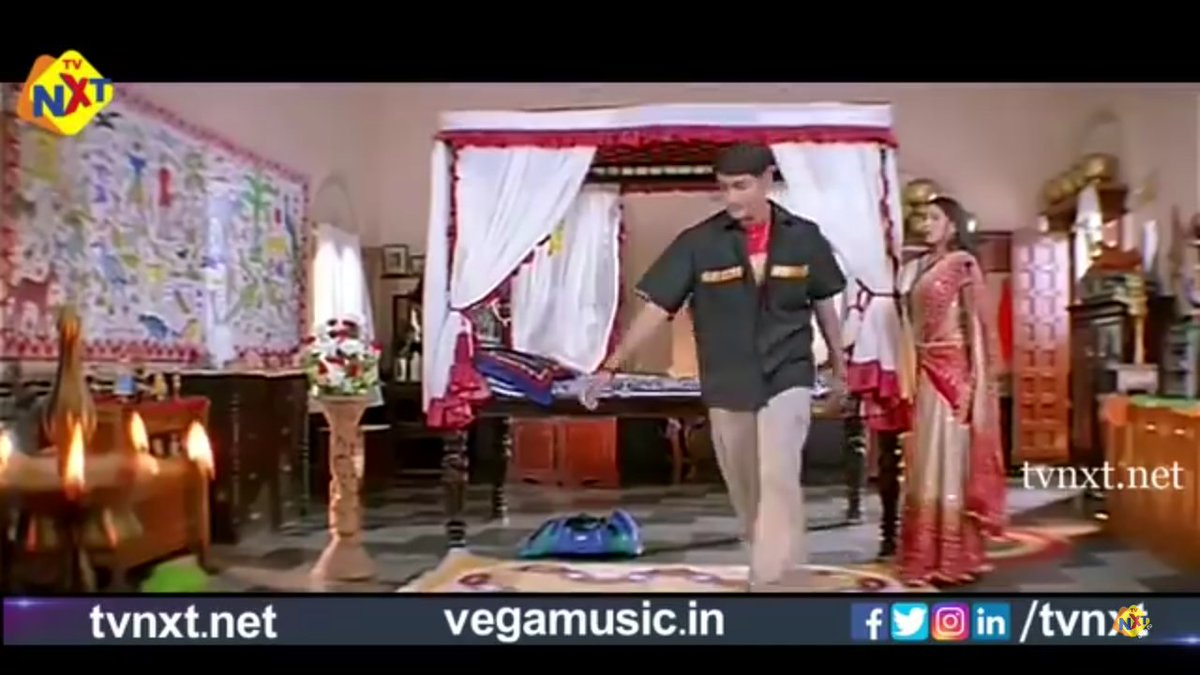@director_kv Sir.. #Murari lo ee scene ni conceive chesina vidhanam simply superb sir.. No dialogues but expressions and actions lone miss avtunna feel shown.. Hats off Sir..