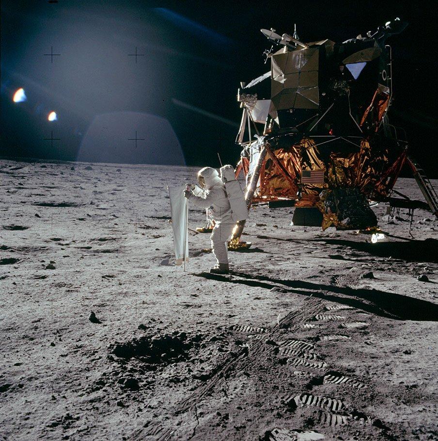 D8LGfIAW4AAlGMQ - The Moon 1969