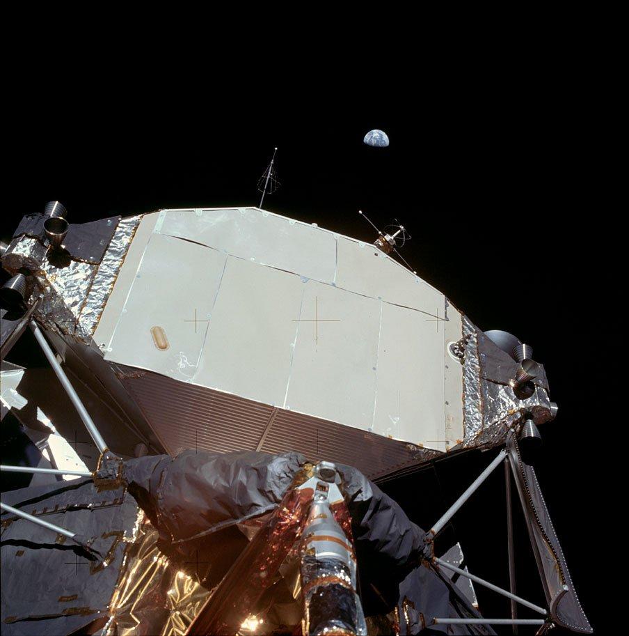 D8LGjn7WwAA6um7 - The Moon 1969