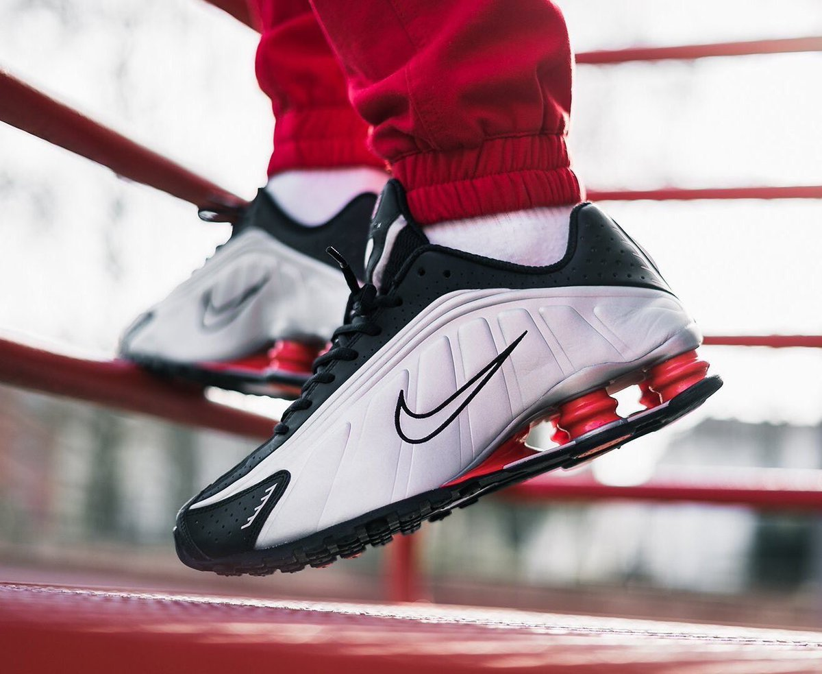 """b1bf48e660 ... ONLY £64.99 with code """"SHOX50"""" Black => http://tidd.ly/b4a25be3 White  => http://tidd.ly/a83d5c81 Hurry - LAST SIZES (UK7.5-12)pic.twitter .com/7Ii0QyOmn7"""