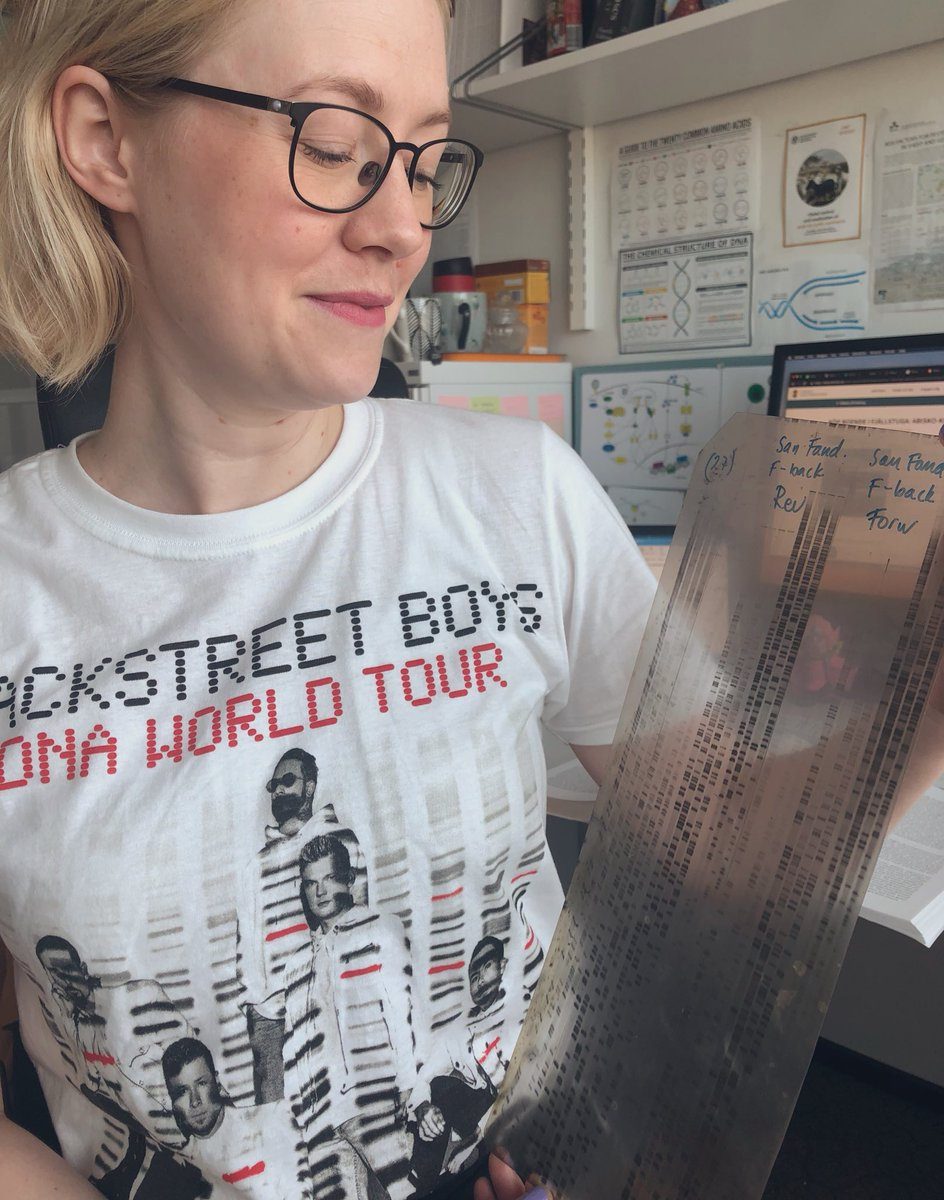 Showed my new #BSB t-shirt to my professor @SLU_Virology. A few minutes later we were deep in discussions about the start of #DNAsequencing and looking at his old gels! Very aesthetic stuff, but man that looks like a lot of hard work!! #BSBSTO #DNAWorldTour #virology