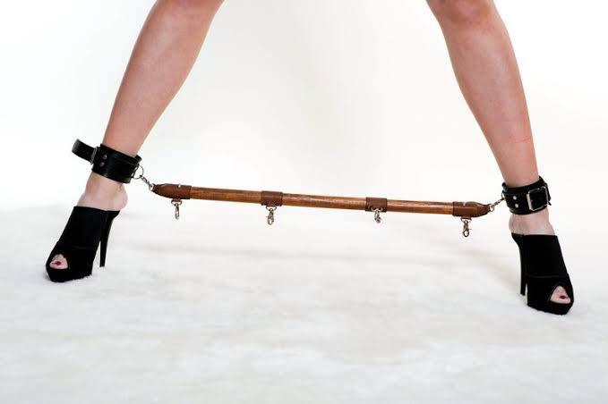 Волосатые распорка для рук и ног фото взрослых порно