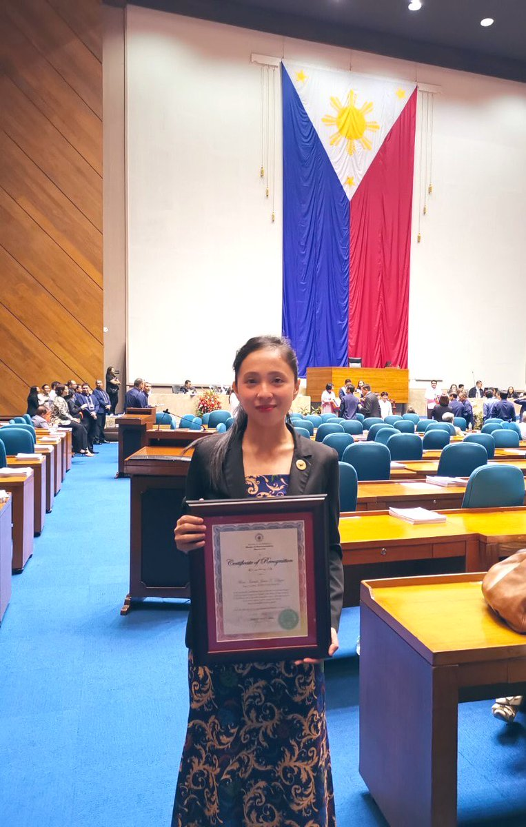 LOOK: @KabataanPL Rep. @sarahelago shows certificate of recognition for being:  • Author at least 20 laws in the 17th Congress • Top 1, most prolific first-term legislator • Top 1, most number of privilege speeches  • Principal author of 444 bills and co-author of 39 others